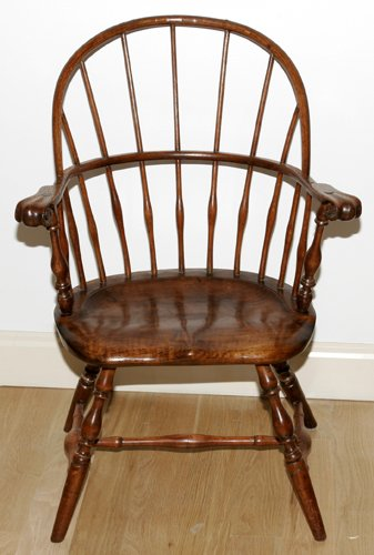 121002: NEW ENGLAND WINDSOR COMB-BACK ARMCHAIR WITH KNU