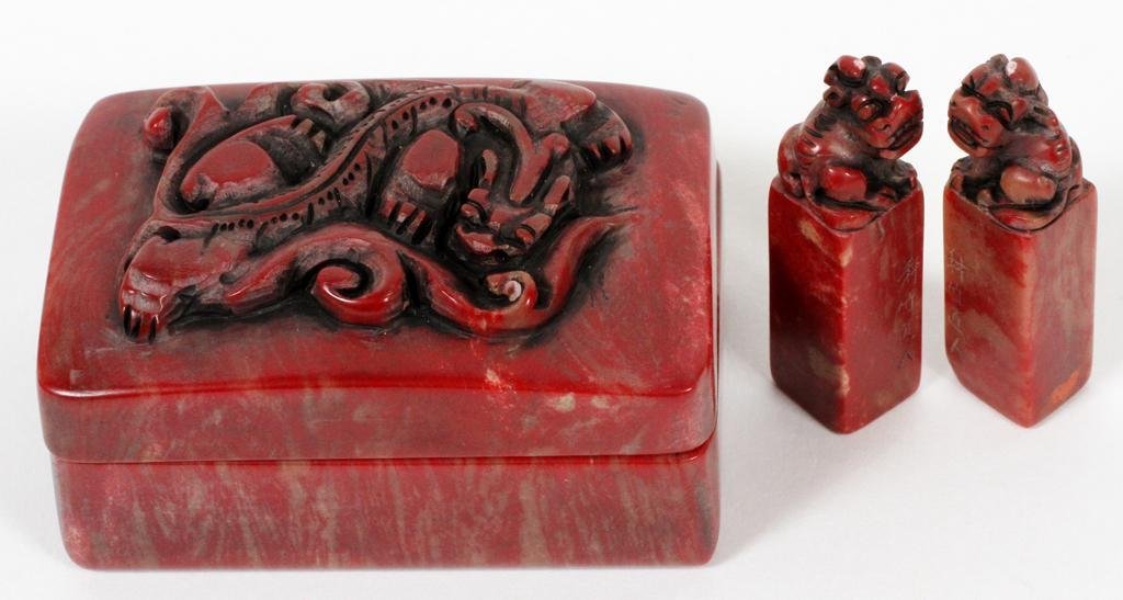 CHINESE CARVED HARDSTONE SEALS & BOX, 3 PCS
