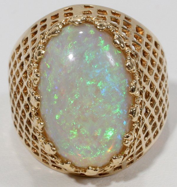 070014: 14 KT  YELLOW GOLD & OPAL RING