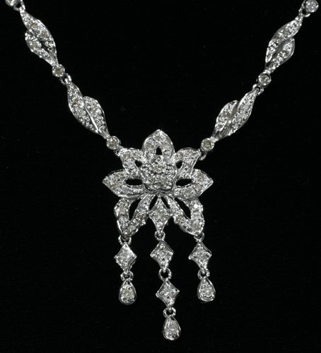 010007: 18 KT. WHITE GOLD AND DIAMOND NECKLACE