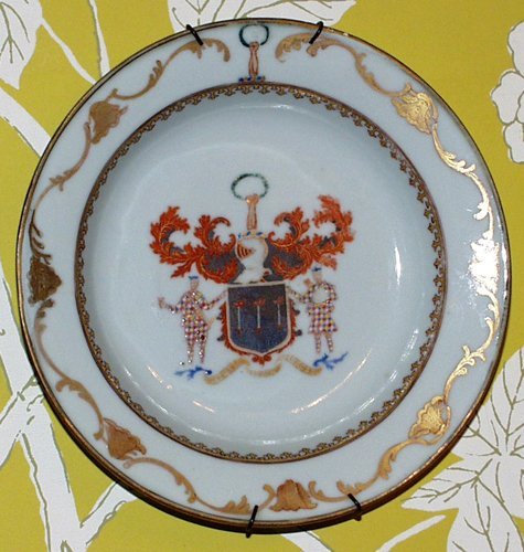011163: CHINESE EXPORT PORCELAIN ARMORIAL PLATE, 18TH C