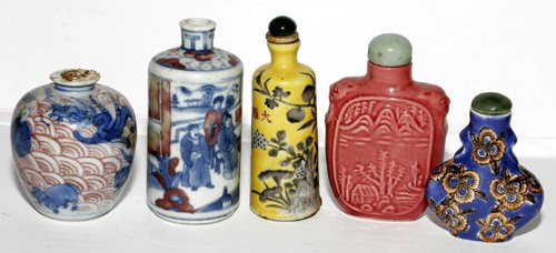 011320: CHINESE PORCELAIN SNUFF BOTTLES, CIRCA 1840, FO