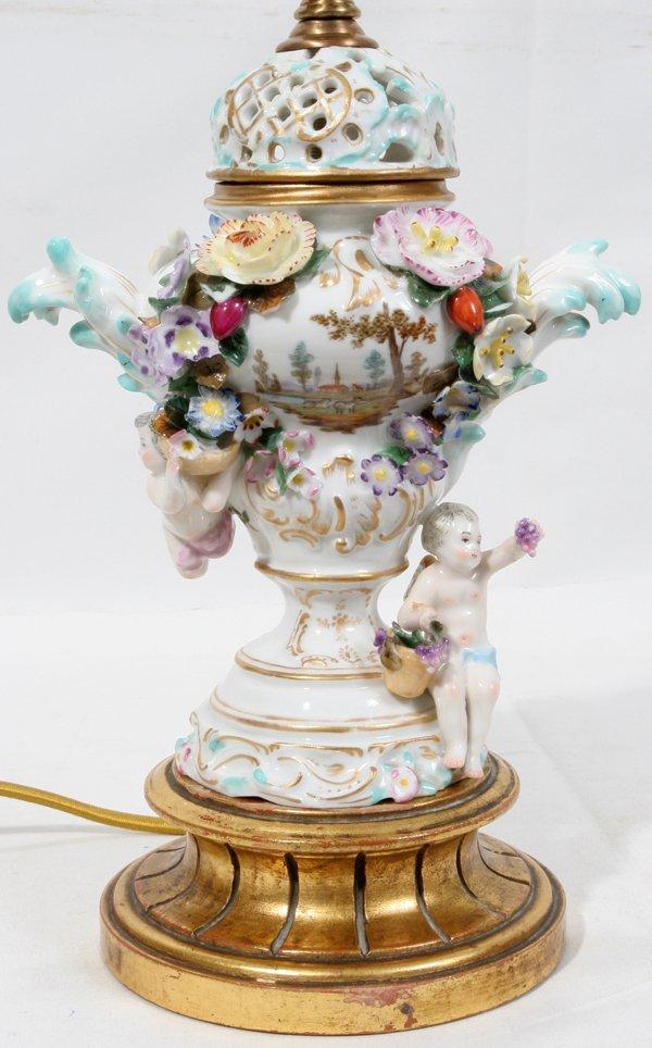 080026: MEISSEN PORCELAIN LAMP, CHERUBS W/FLOWERS