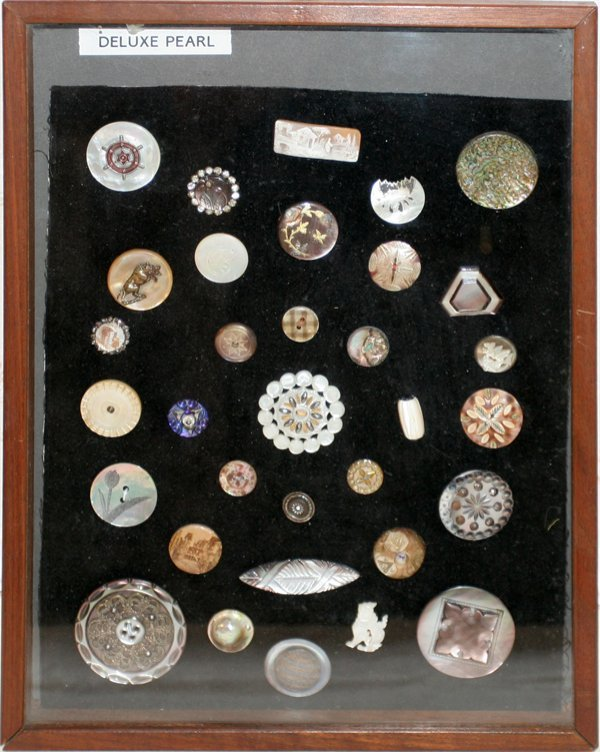 093006: DELUXE PEARL BUTTONS, 33 ASSORTED, FRAMED