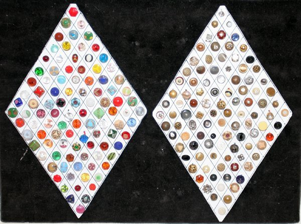 093015: COLORFUL & PEARLESCENT DIMINUTIVE BUTTONS 200