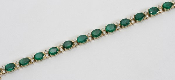 090013: 18.59CT EMERALD & 2CT DIAMOND BRACELET
