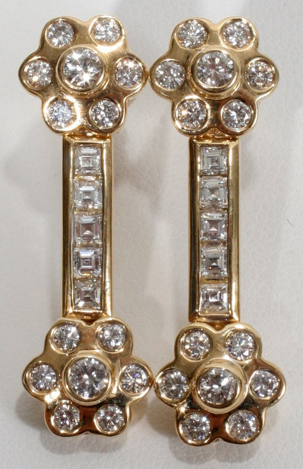 090019: 2.4CT DANGLING CLUSTER DIAMOND EARRINGS