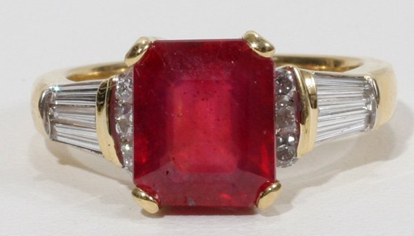 100002: RUBY AND DIAMOND 18 KT GOLD RING