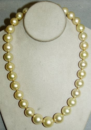 020006: 14 KT. W.GOLD, DIAMOND & S.SEA PEARL NECKLACE