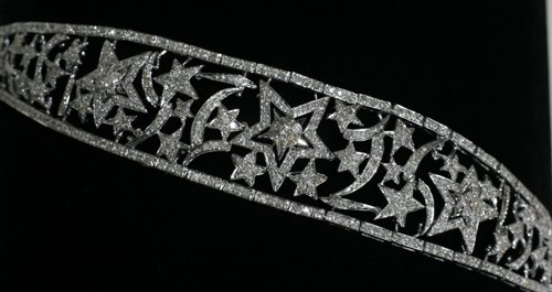 020008: 18 KT. WHITE GOLD AND DIAMOND BRACELET