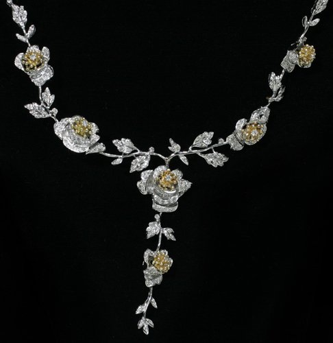 020009: 18 KT. TWO-TONE GOLD AND DIAMOND NECKLACE