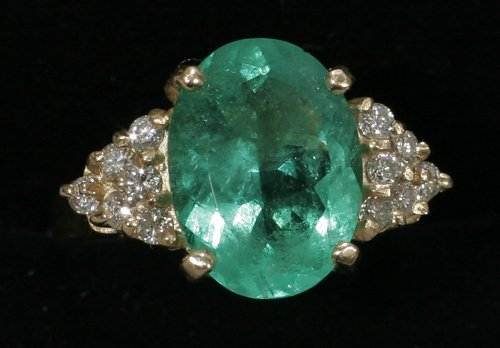020022: 14 KT. GOLD RING, DIAMOND & 3.75 CT. EMERALD