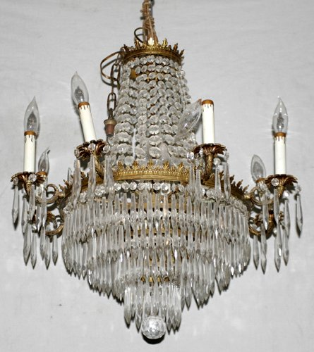 021005: GILT METAL & CRYSTAL 8-LIGHT CHANDELIER