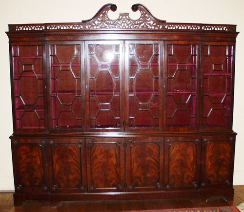 22007: CHIPPENDALE STYLE MAHOGANY 2 SECTION BREAKFRONT,