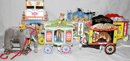 22356: STEIFF CIRCUS TRAIN SET, FIVE CARS, MOHAIR ANIMA