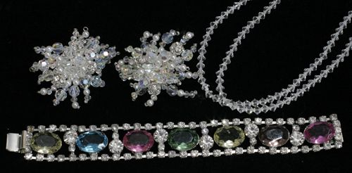 22486: CRYSTAL AND RHINESTONE LOT, NECKLACE L 26', BRAC