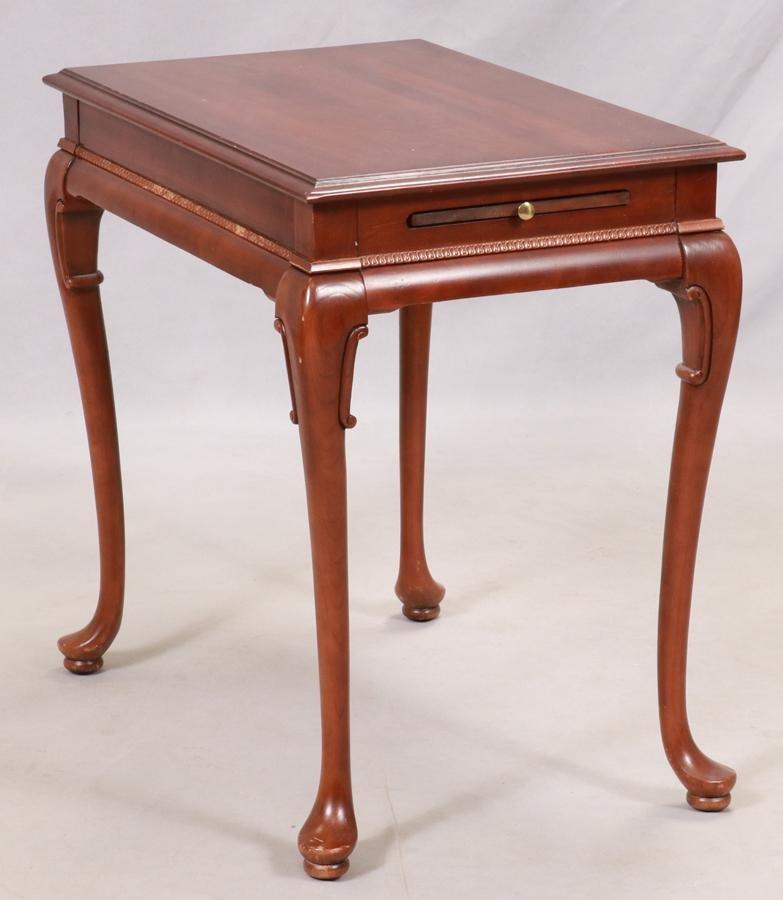 QUEEN ANNE STYLE MAHOGANY END TABLE