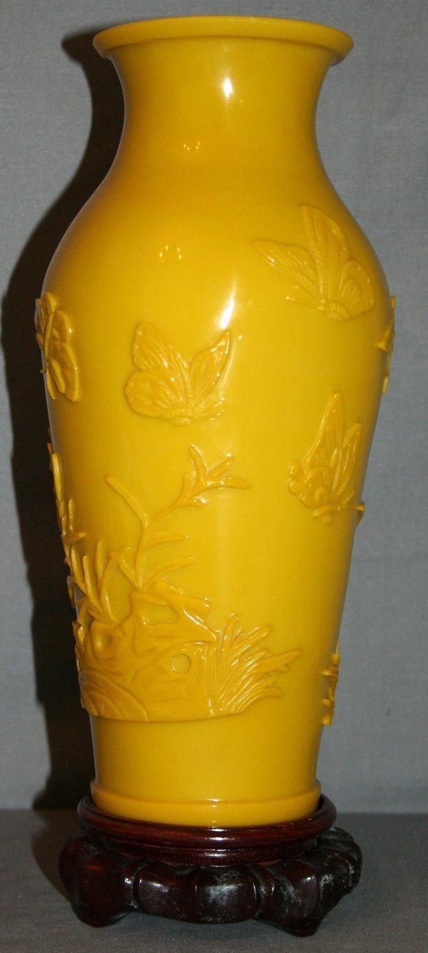 110018: CAMEO CARVED MUSTARD YELLOW PEKING GLASS VASE