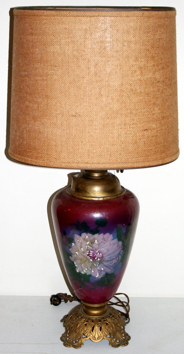 110434: VICTORIAN HAND PAINTED GLASS & BRASS OIL LAMP