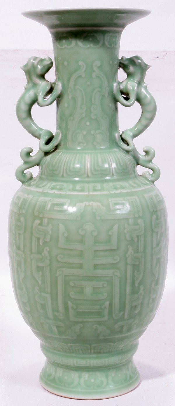 "111022: CHINESE PORCELAIN URN, H 13 1/2"", W 6"""