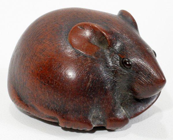121092: JAPANESE WOOD FIGURAL NETSUKE RAT