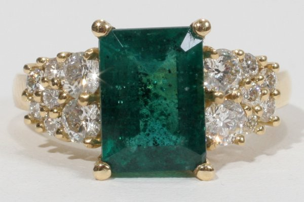 010007: 18KT Y/GOLD, EMERALD AND DIAMOND RING