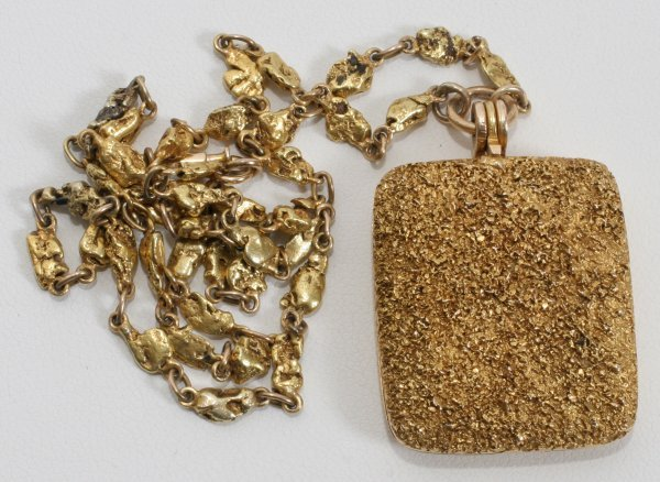010028: 14 KT GOLD LOCKET AND CHAIN, 26 GRAMS
