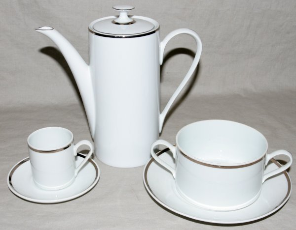 010538: REAL S. PAULO PORCELAIN CUPS, SAUCERS, SOUPS