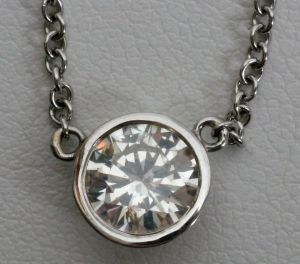 012021: .90 CT DIAMOND 18KT GOLD PENDANT AND CHAIN