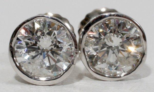 012022: 1.50 CT DIAMOND 18 KT STUD EARRINGS