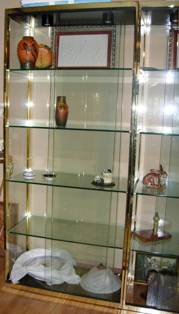 """030020: BRASS & GLASS DISPLAY CABINETS, PAIR, H 82"""""""