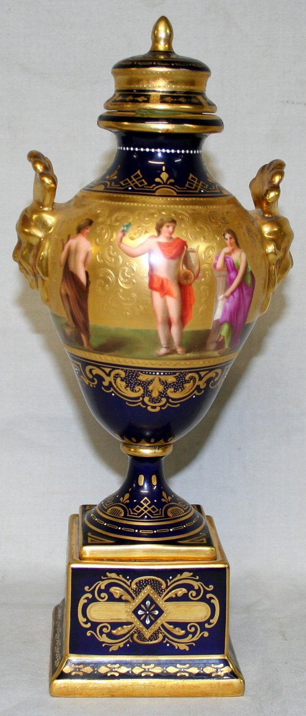 041024: ROYAL VIENNA URN, 'APOLLO UNTER DEN MUSEN'
