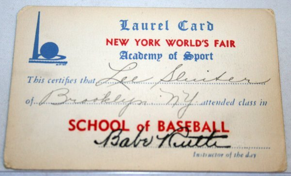 050025: BABE RUTH SIGNED 1939 WORLD'S FAIR LAUREL CARD