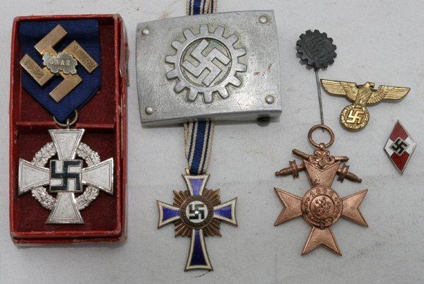 050207: GERMAN WORLD WAR II BADGES & MEDALS, EIGHT