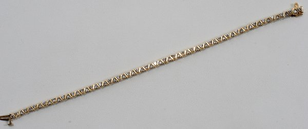 060024: 2.0 CTW DIAMOND AND 14 KT GOLD BRACELET
