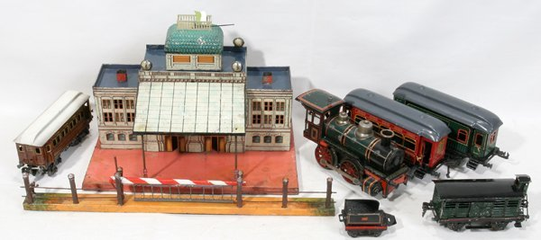 060298: GERMAN TIN WIND-UP TOY TRAIN GROUP, C1950,