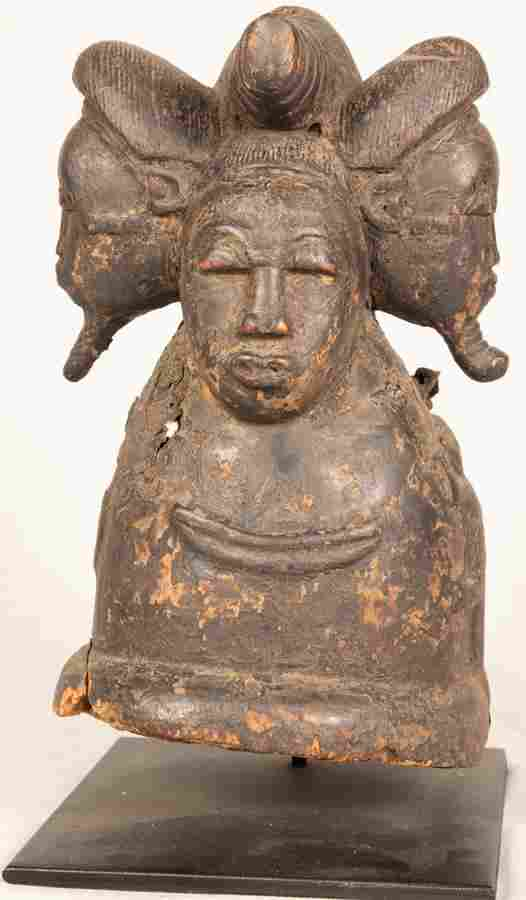 AFRICAN CARVED WOOD SCULPTURE WITH FOUR HEADS C 1800 H