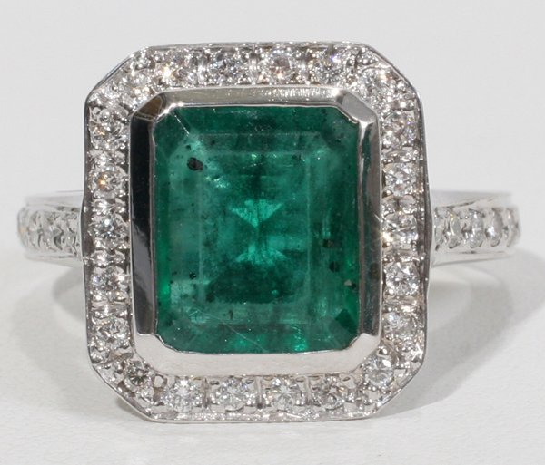 070017: 4 CT COLOMBIAN EMERALD & SIDE DIAMOND RING