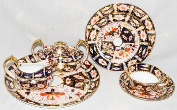 071019: ROYAL CROWN DERBY 'IMARI' TEA WARE, C. 1913-39