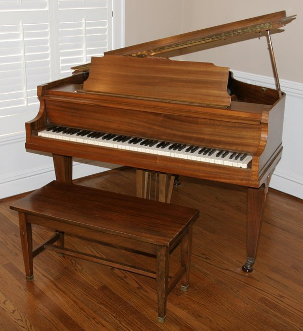 072079: ESTEY MAHOGANY BABY GRAND PIANO, C. 1926/1927,