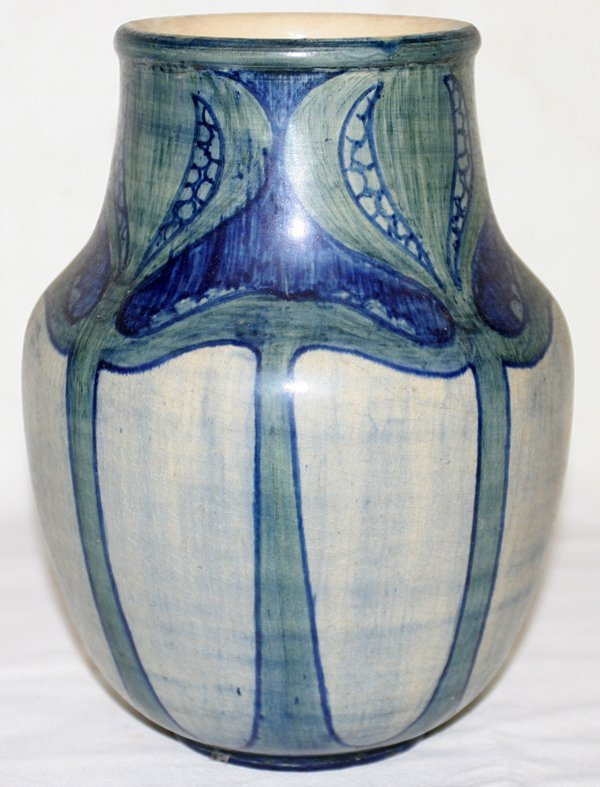 081001: NEWCOMB COLLEGE POTTERY VASE BY ROBERTA KENNON