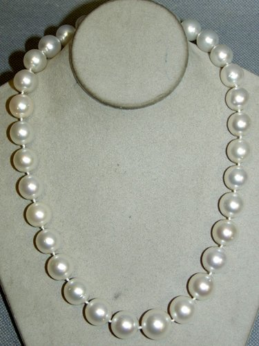 030001: SOUTH SEA PEARL NECKLACE, 14KT WHITE GOLD
