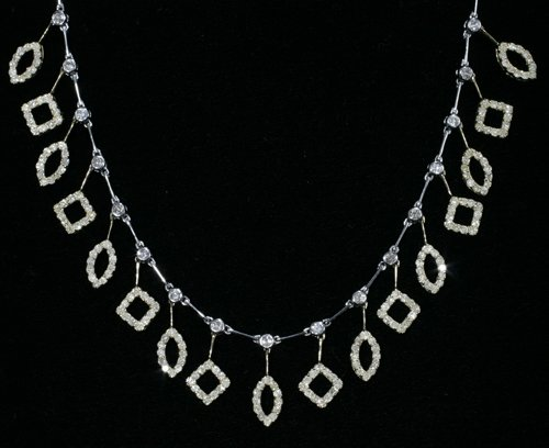 030003: TWO-TONE 18 KT. GOLD & 3.64 CT. DIAMOND NECKLAC