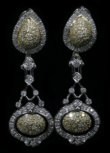 030004: TWO TONE 18 KT. GOLD & 3.17 CT. DIAMOND EARRING