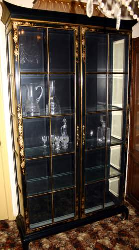ORIENTAL STYLE BLACK LACQUER & WOOD CHINA CABIN
