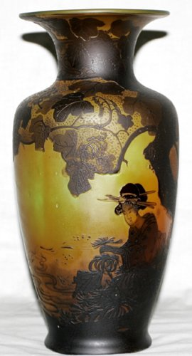 031003: FRENCH CARVED CAMEO GLASS VASE, CIRCA 1910