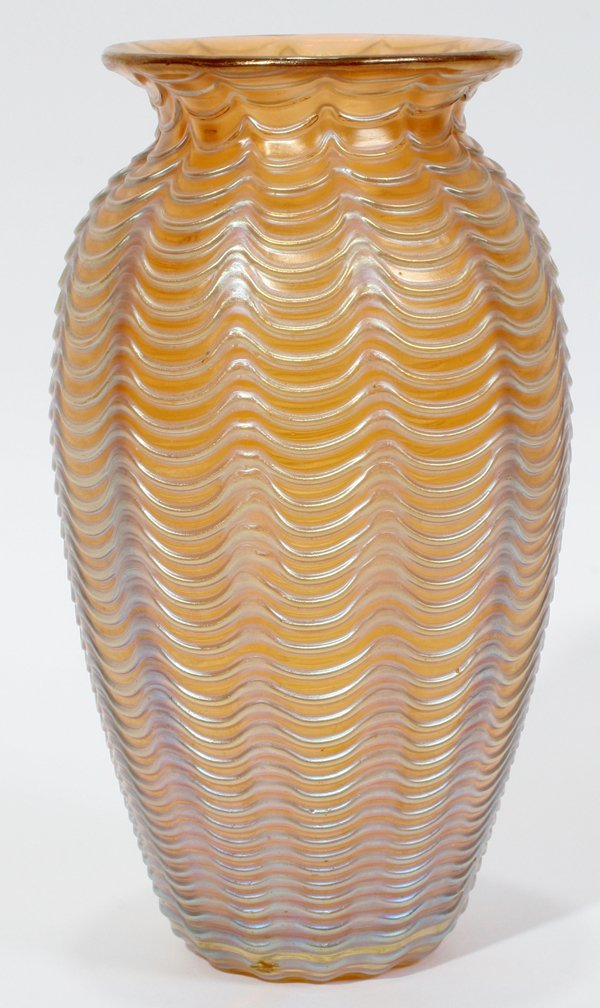 091017: IRIDESCENT ART GLASS VASE, H 5""