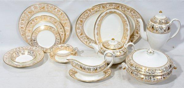 091032: WEDGWOOD 'GOLD FLORENTINE' DINNER SERVICE, 92