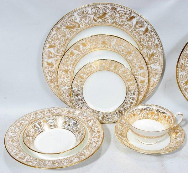 091032: WEDGWOOD 'GOLD FLORENTINE' DINNER SERVICE, 92  - 2
