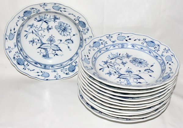 101025: MEISSEN 'BLUE ONION' SOUP PLATES, 12, DIA 10""